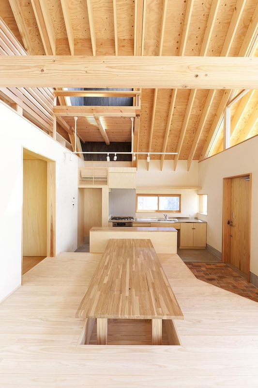 Maison bois japonaise et son toit favorisant la ventilation ...