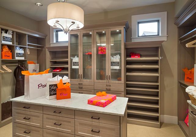 Maison typique par ttm development company portland usa for Ensuite dressing room ideas
