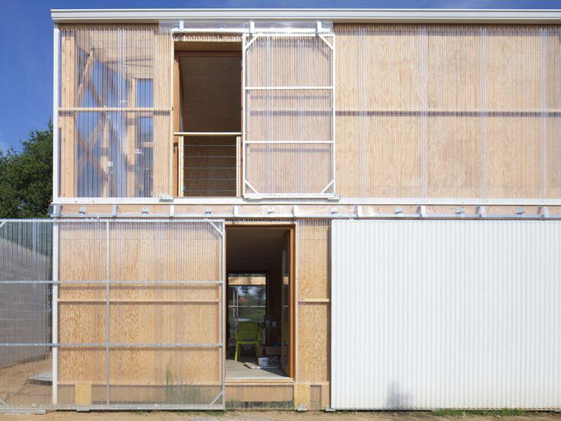 Maison bois contemporaine fa ade sud sur rue for Facade maison bois contemporaine