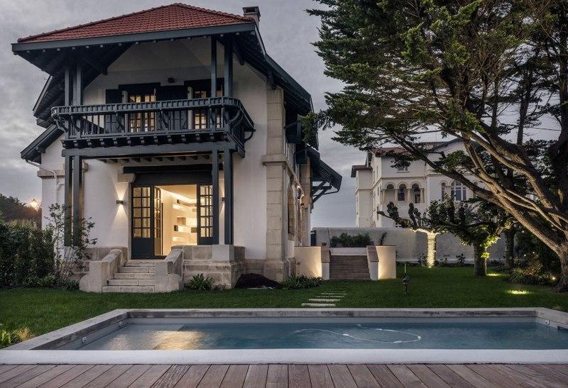 r novation maison typique basque par escalier atelier delphine carr re france construire tendance. Black Bedroom Furniture Sets. Home Design Ideas