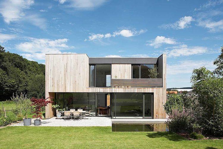 Maisons bois contemporaines par zamel krug architekten hagen allemagne construire tendance - Claustra ontwerp pour terras ...