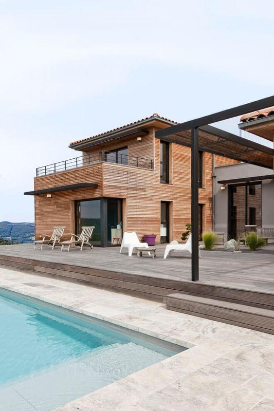 Villa contemporaine en bois par damien carreres lyon for Maison home design lyon