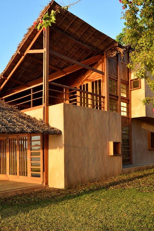 maison contemporaine exotique en bois sur une le de. Black Bedroom Furniture Sets. Home Design Ideas