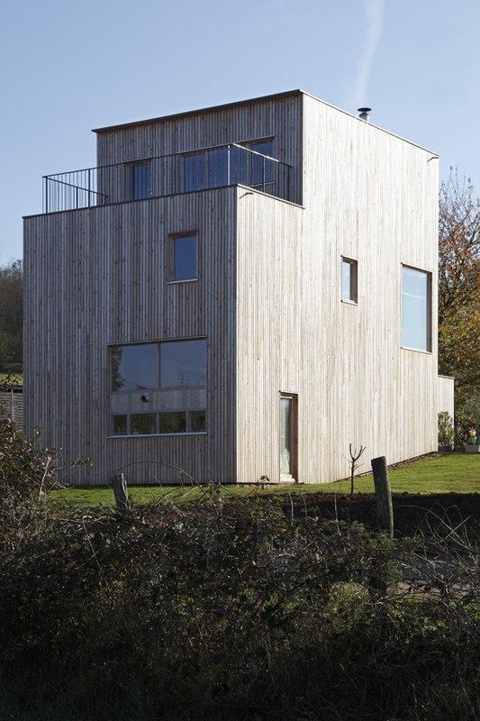 Maison bois contemporaine par bernard quirot architecte for Maison bois ouest