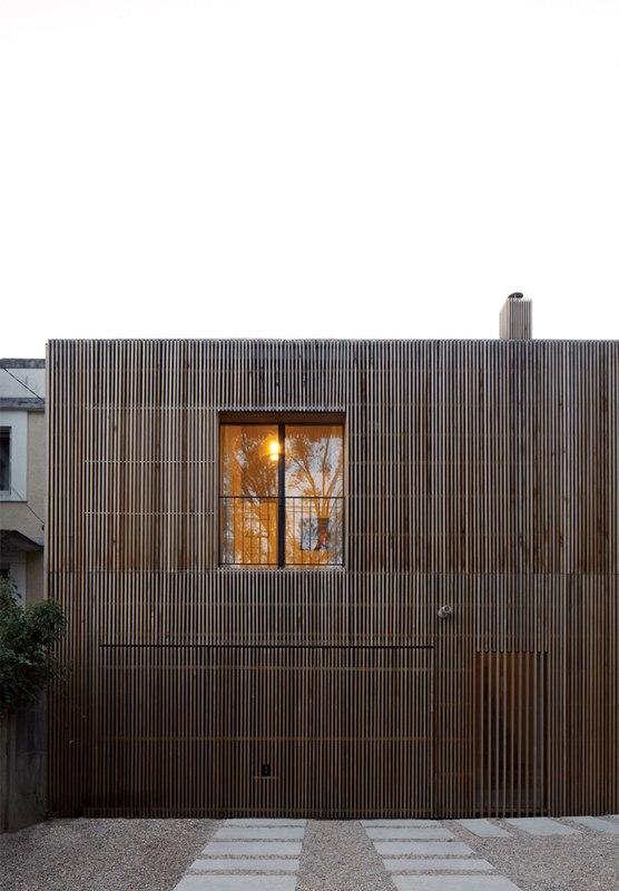 Belle maison en bois contemporaine au sud de la france for Facade maison bois contemporaine