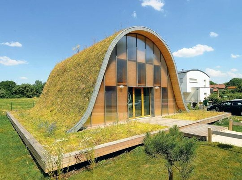 20 maisons contemporaines avec toiture v g talis e for Maison avec toit vegetal