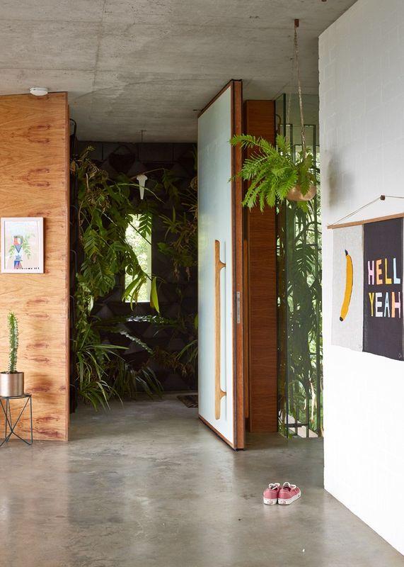 Superbe maison contemporaine sur pilotis offrant un havre for Petit jardin interieur