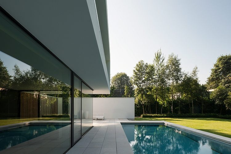 Hs residence par cubyc architects bruges belgique for Piscine belgique