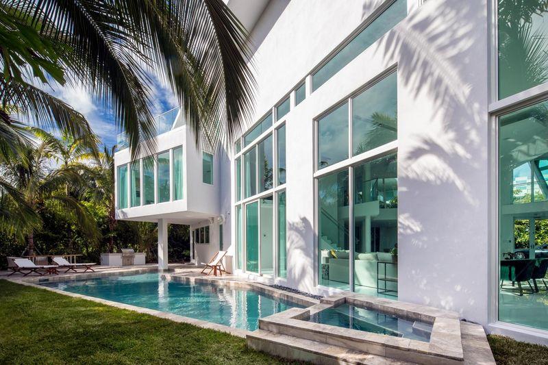 Vaste villa de luxe enti rement meubl e mise en vente aux for Villa luxe usa