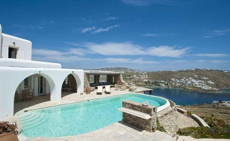 uperbe ville grecque avec piscine sur l le mykonos en. Black Bedroom Furniture Sets. Home Design Ideas