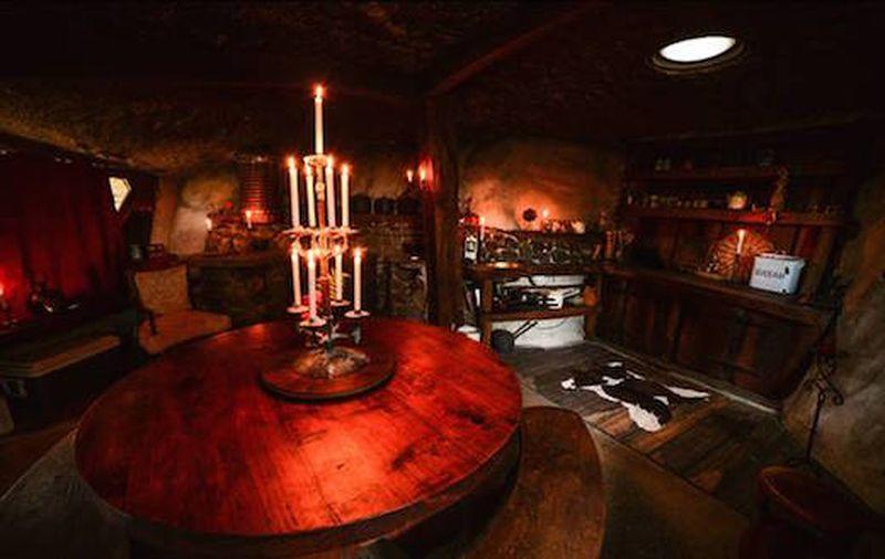 Vid o vivre dans une maison semi enterr e de hobbit for Nouvelle salle a manger