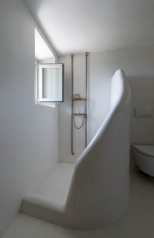 maison traditionnelle du 17e si cle r nov e en maison contemporaine en gr ce construire tendance. Black Bedroom Furniture Sets. Home Design Ideas