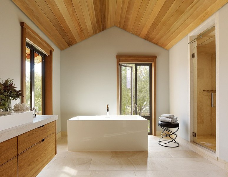 Mountain wood residence par walker warner architects - Construire douche exterieure ...