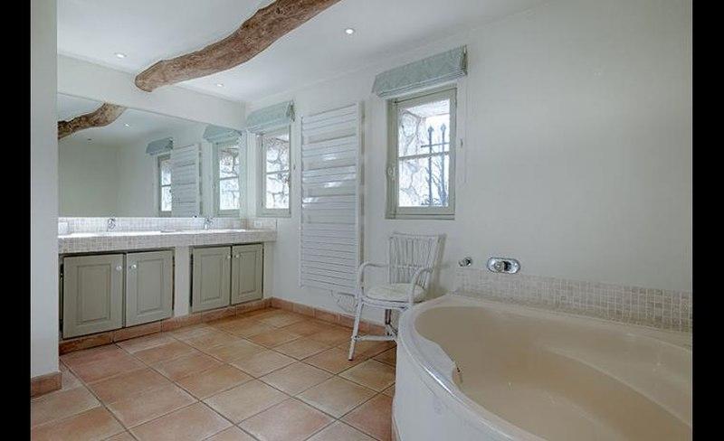 salle de bains – romantique villa d\'Edith Piaf | Construire ...