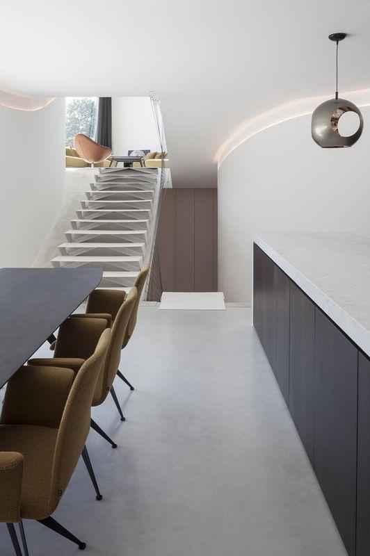 Vaste maison semi enterr e avec une magnifique piscine en belgique construire tendance - Idee architettura interni ...