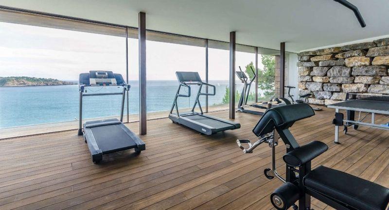 Magnifique villa de vacances avec superbe vue sur l oc an en espagne constr - Salle de sport design ...
