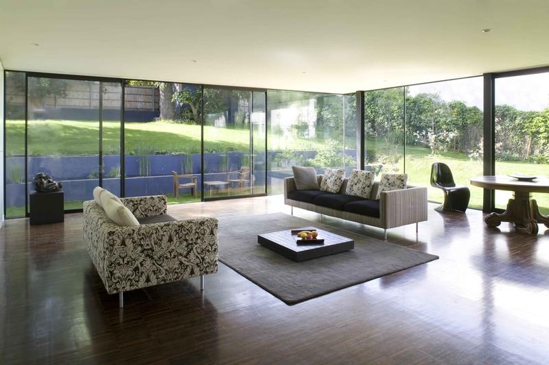 Maison contemporaine et bois par cfa s vres france for Toit vitre maison