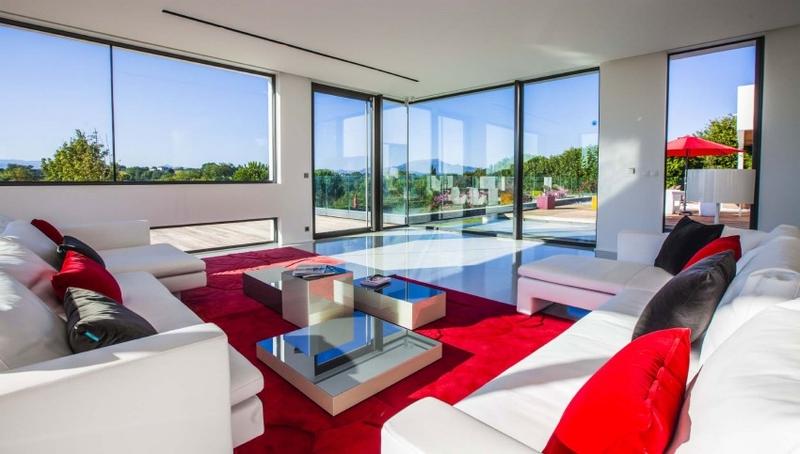 Location villa contemporaine avec piscine au pays basque for Grand salon moderne