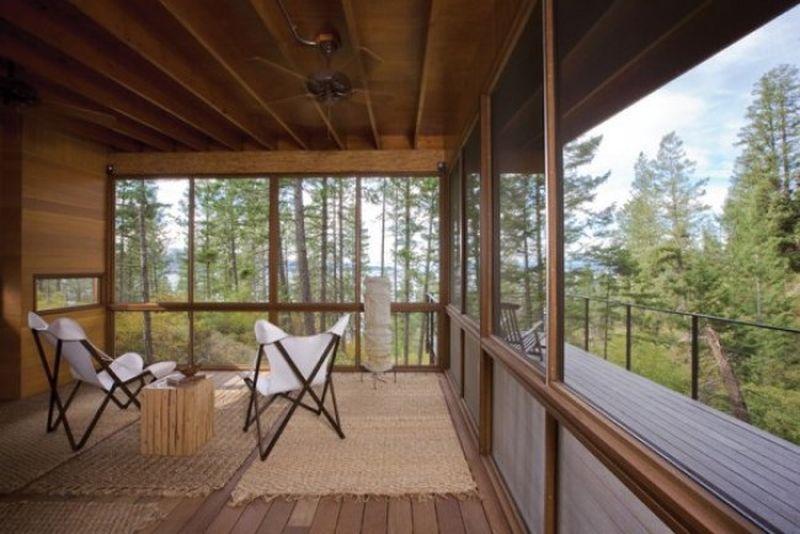 Charmante maison bois sur pilotis bordant le lac flathead dans le montana construire tendance - Grande baie vitree ...