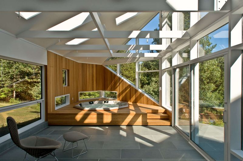 extension bois d 39 une maison contemporaine pour jacuzzi aux usa construire tendance. Black Bedroom Furniture Sets. Home Design Ideas
