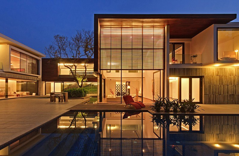 Maison contemporaine en plein paysage luxuriant avec for Maison design contemporaine