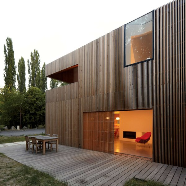 Belle maison en bois contemporaine au sud de la france for Conteneur maison bois