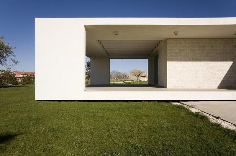 terrasse abritée – Villa T by Architrend Architecture – Ragusa ...