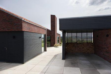 Abris bois - Maison G en brique contemporaine par KRADS - Danemark