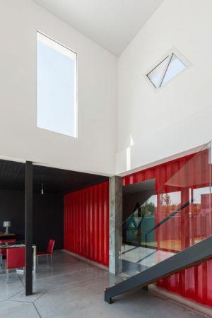 Accès escalier - Container House par Schreibe Architect - Cordoba, Argentine.jpg