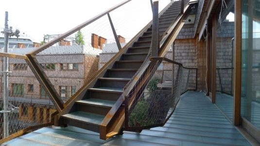 escalier extérieur - House Green par Luciano - Turin, Italie