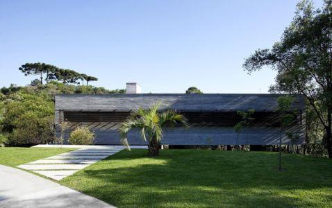 Allée accès entrée - LM Residence par Marcos Bertoldi Arquitetos - Campo Comprido, Brésil