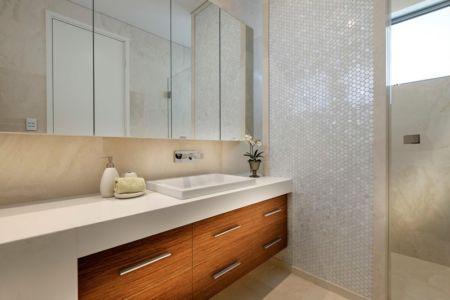 Armoire Salle de Bains - cottesloe-residence par Custom-Homes - Perth, Australie