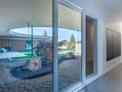 Baie Vitrée Salon - filler-residence par Pique - Bend, USA.jpg