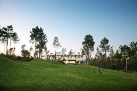 panorama depuis jardin - la-vinya par Lagula Arquitectes, Malavella, Espagne