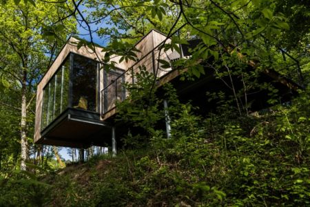 15 maisons exceptionnelles dans les arbres pour contempler la nature construire tendance. Black Bedroom Furniture Sets. Home Design Ideas