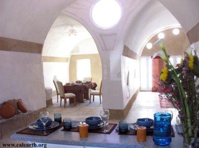 CalEarth - L'intérieur de la maison voûtée calearth.org