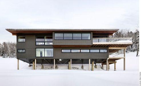 Chalet de ski laurentien par RobitailleCurtis à Saint-Donat-de-Montcalm, Canada