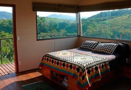 Chambre & grande baie vitrée - Small-House-Bliss par Cabana-Arquitetos - Brésil