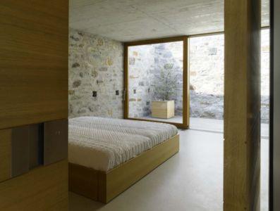 Chambre & Grande Baie Vitrée Coulissante - Building-Brione Par Meuron Romeo - Minusio, Suisse