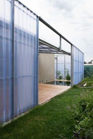 Clôture En Tôles & Jardin - House-in-House Par Plural - Bernolakovo, Slovaquie