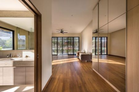 Couloir Accès Salle De Bains - Spacious-Home Par ADX Architects - Singapour
