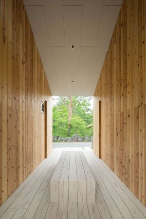 Couloir En Bois - Shed-Roof-House Par Hiroki Tominaga - Yamanashi, Japon