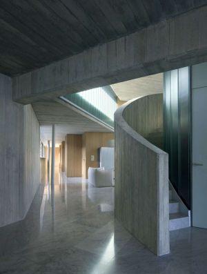 Couloir & Escalier Accès étage Supérieur - Summer-Residence Par Fuses Viader Architects - Calonge, Espagne