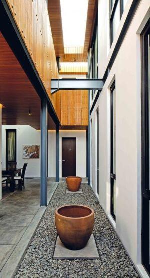 Couloir Extérieur - Akanaka Par RAW Architecture - Jakarta, Indonésie