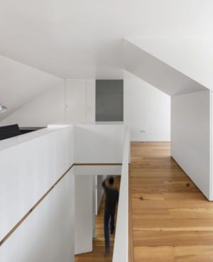 Couloir Rez De Chaussée Et Couloir étage - Restelo-House Par Joao Tiago Aguiar - Lisbonne, Portugal