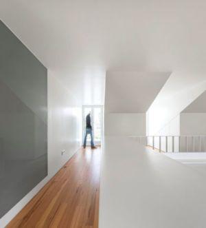 Couloir étage - Restelo-House Par Joao Tiago Aguiar - Lisbonne, Portugal