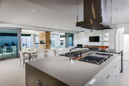 Cuisine avec accès Extérieur - cottesloe-residence par Custom-Homes - Perth, Australie