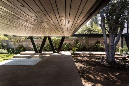 Dessous partie sur pilotis - House-LG10182 par Brugnoli Asociados Arquitectos - Santiago, Chili