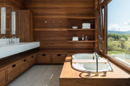 salle de bains baignoire entourage bois- Maison Contemporaine Bois par Carney Logan Burke Architects - Wilson, Usa