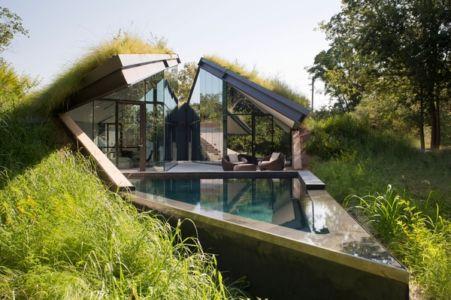 Edgeland House avec toiture végétalisées par Bercy Chen Studio - Austin - USA via Caandessign.com photo Paul Bardadgjy